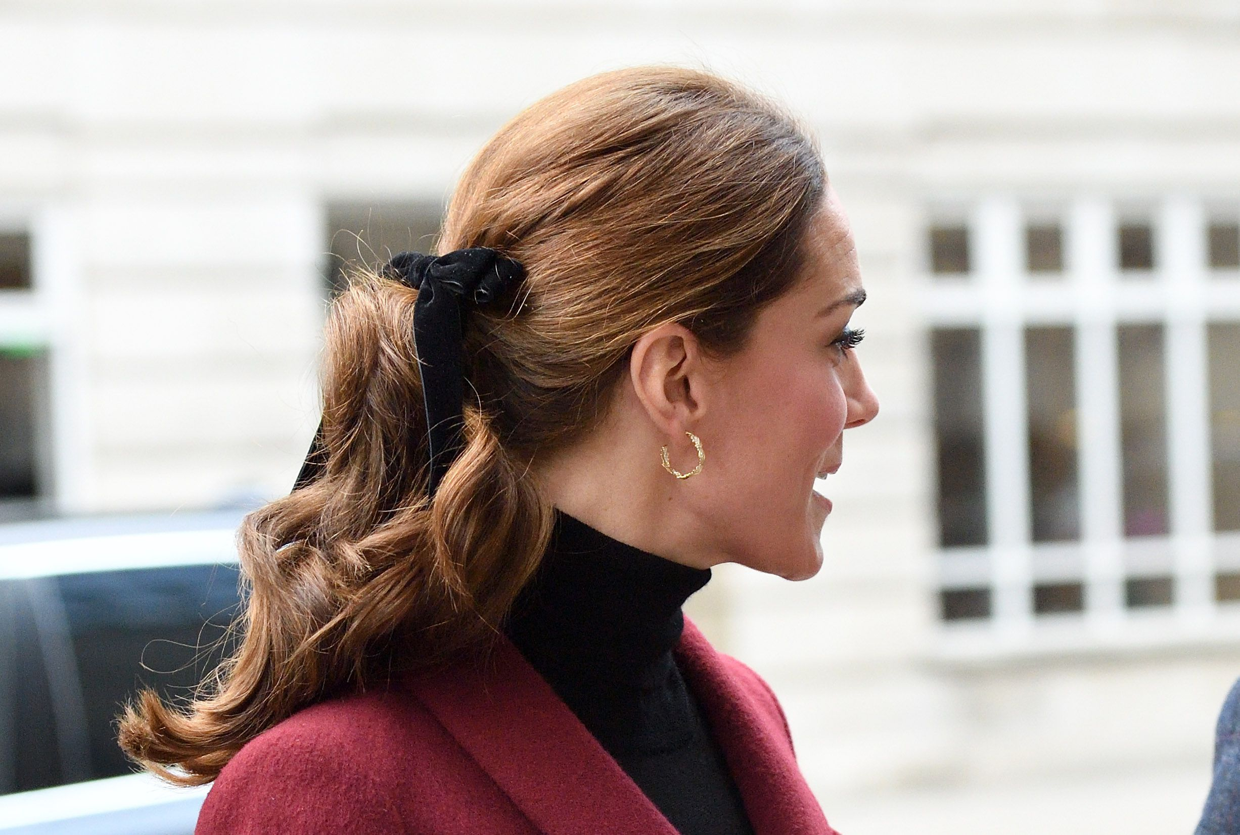 Đúng là đẳng cấp Hoàng hậu tương lai, chỉ riêng chuyện buộc tóc của Công nương Kate cũng khiến dân tình trầm trồ - Ảnh 6.