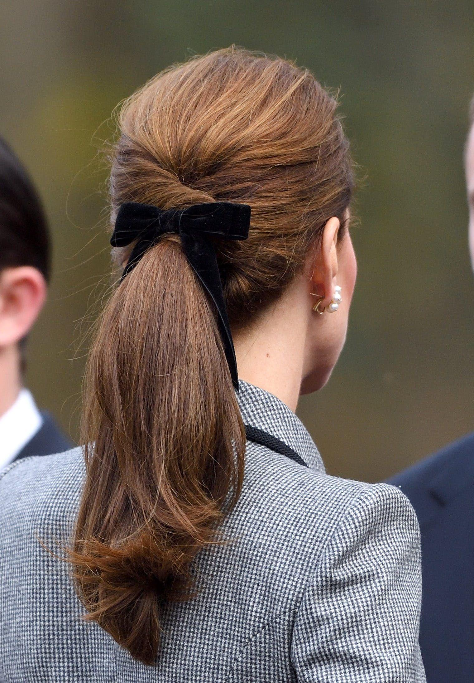 Đúng là đẳng cấp Hoàng hậu tương lai, chỉ riêng chuyện buộc tóc của Công nương Kate cũng khiến dân tình trầm trồ - Ảnh 7.