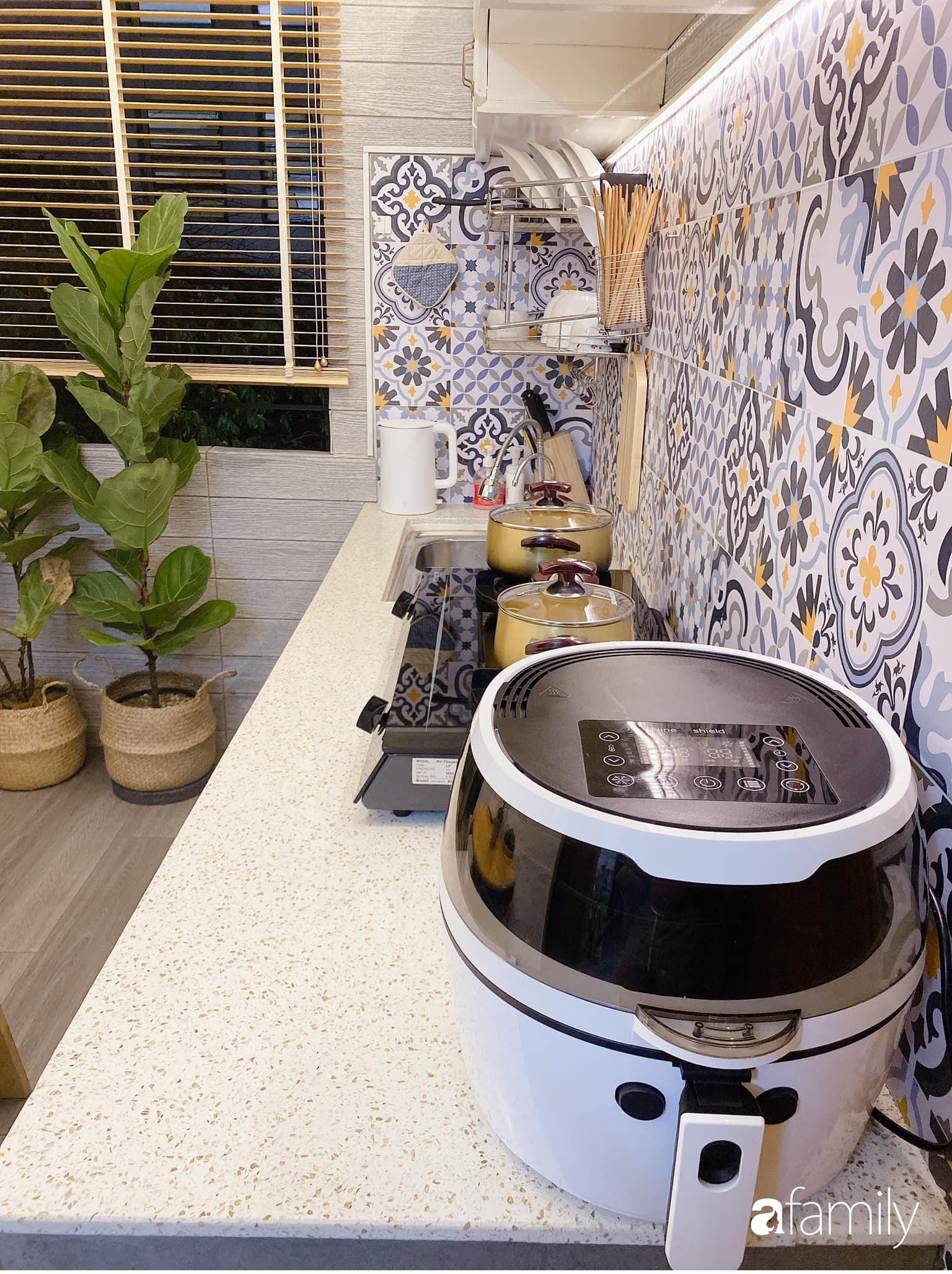 """Anh chồng chiều vợ """"thay áo mới"""" cho căn bếp cũ 6m² trở thành không gian đẹp miễn chê với chi phí chưa đến 3 triệu đồng ở Đà Nẵng - Ảnh 13."""