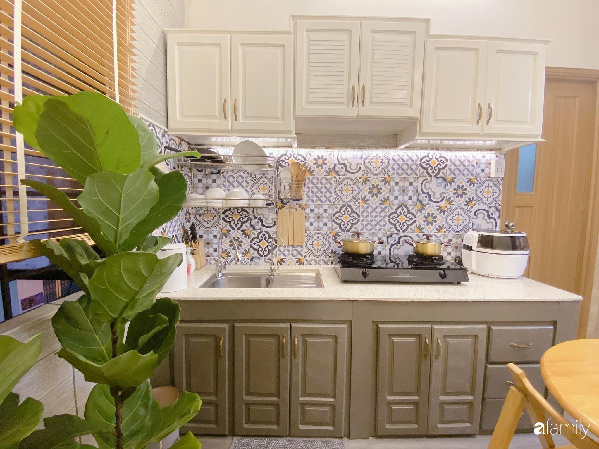 """Anh chồng chiều vợ """"thay áo mới"""" cho căn bếp cũ 6m² trở thành không gian đẹp miễn chê với chi phí chưa đến 3 triệu đồng ở Đà Nẵng - Ảnh 2."""