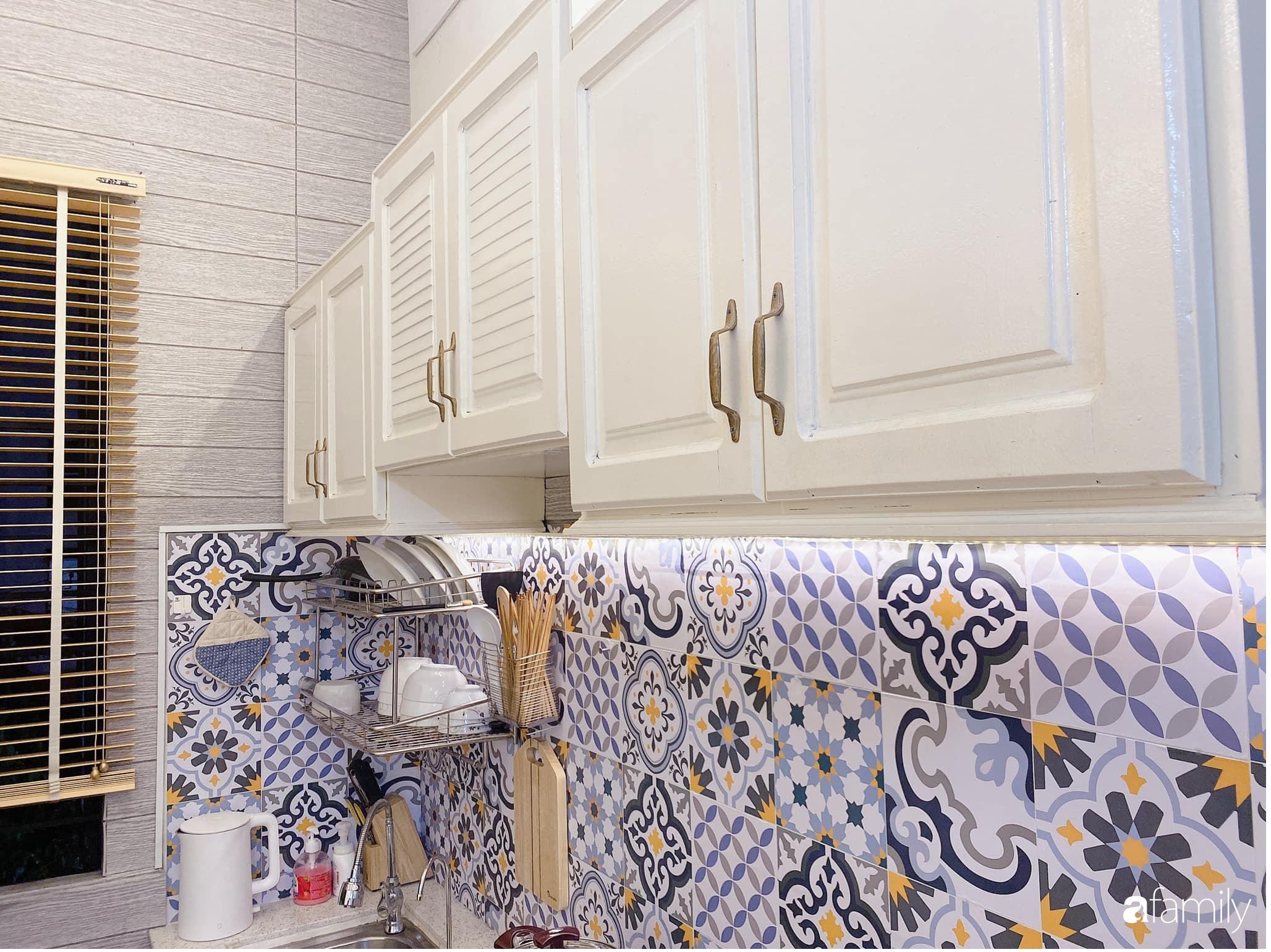 """Anh chồng chiều vợ """"thay áo mới"""" cho căn bếp cũ 6m² trở thành không gian đẹp miễn chê với chi phí chưa đến 3 triệu đồng ở Đà Nẵng - Ảnh 11."""