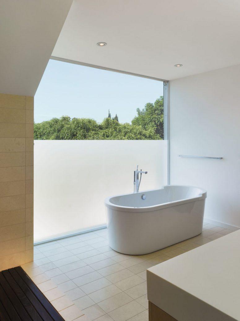 Những bí quyết đơn giản và tiết kiệm tạo vẻ đẹp hiện đại, cuốn hút cho khung cửa sổ nhà bạn - Ảnh 3.