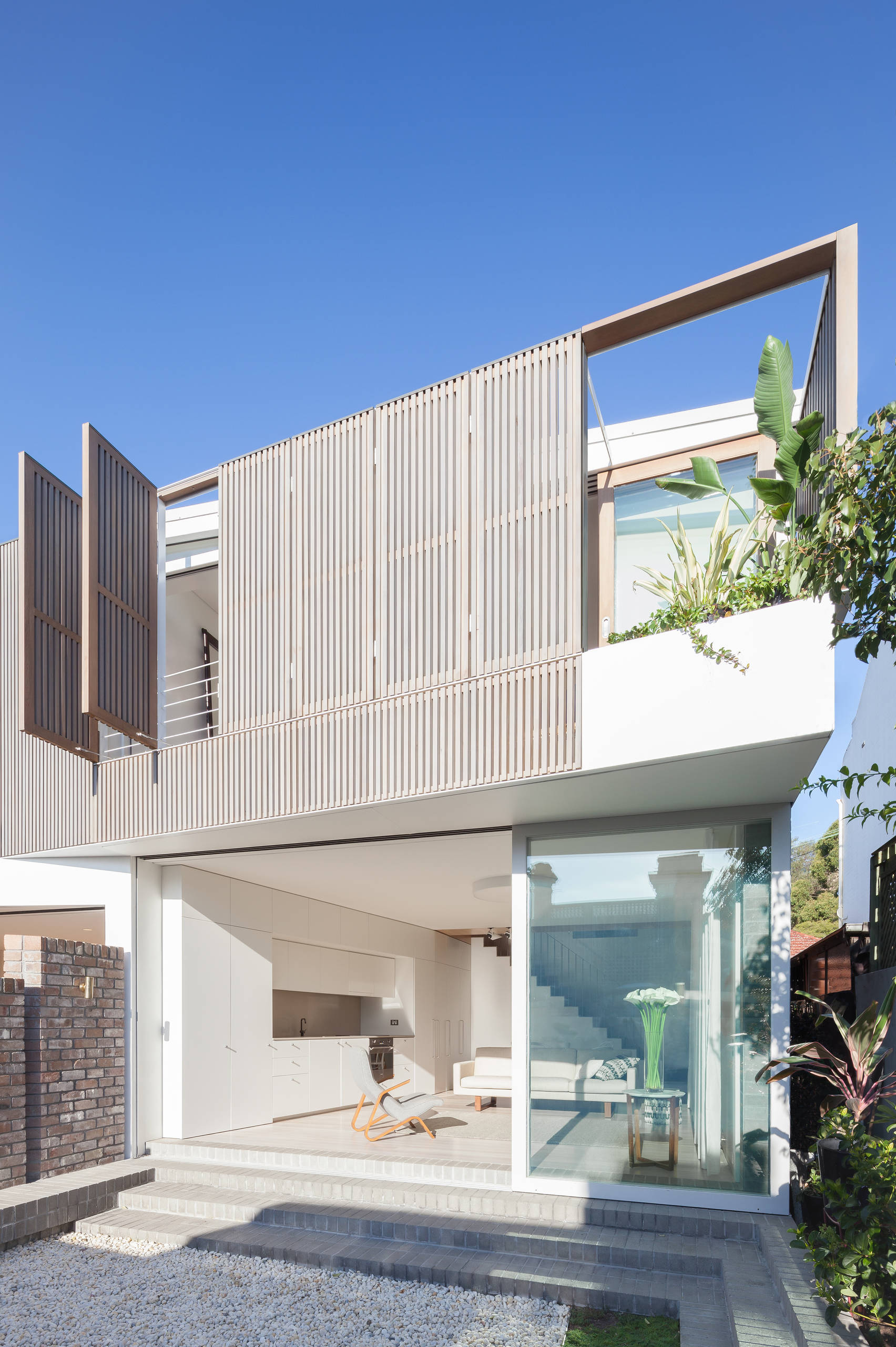 Những bí quyết đơn giản và tiết kiệm tạo vẻ đẹp hiện đại, cuốn hút cho khung cửa sổ nhà bạn - Ảnh 4.