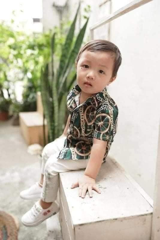 Xôn xao clip ghi lại hình ảnh được cho là bé trai mất tích ở Bắc Ninh bị người phụ nữ lạ mặt dụ dỗ đưa ra khỏi công viên - Ảnh 4.