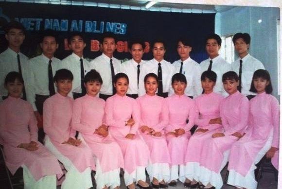 Đồng phục Vietnam Airlines qua các thời kỳ - Ảnh 4.