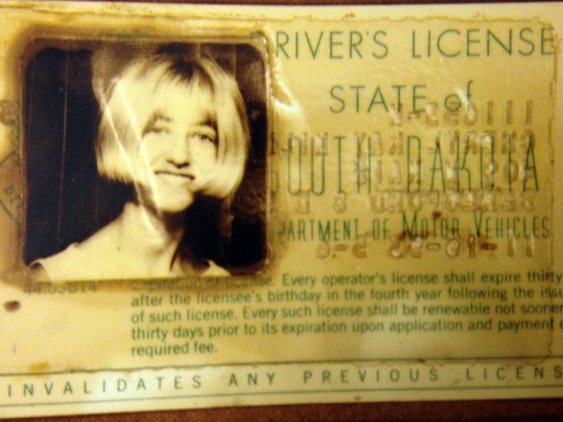Vụ án 2 thiếu nữ mất tích trên đường đến bữa tiệc đi vào ngõ cụt, hơn 40 năm mới được phá giải nhờ chiếc xe đầy bùn trồi lên mặt hồ - Ảnh 9.