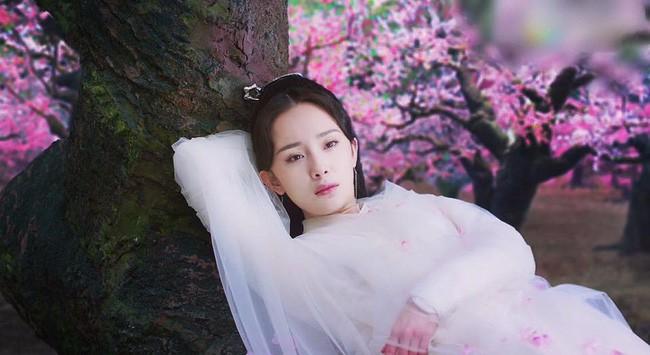 """Lộ tạo hình mỹ nữ áo trắng của Dương Mịch, cả bầu trời thanh xuân """"Tam sinh tam thế Thập lý đào hoa"""" ùa về  - Ảnh 5."""