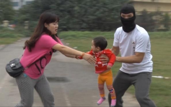 Từ vụ bắt cóc cháu bé 2,5 tuổi ở Bắc Ninh, hoảng hốt nhìn lại một nơi nguy hiểm không kém: Mạng xã hội ảo - con cái bạn là thật - Ảnh 2.