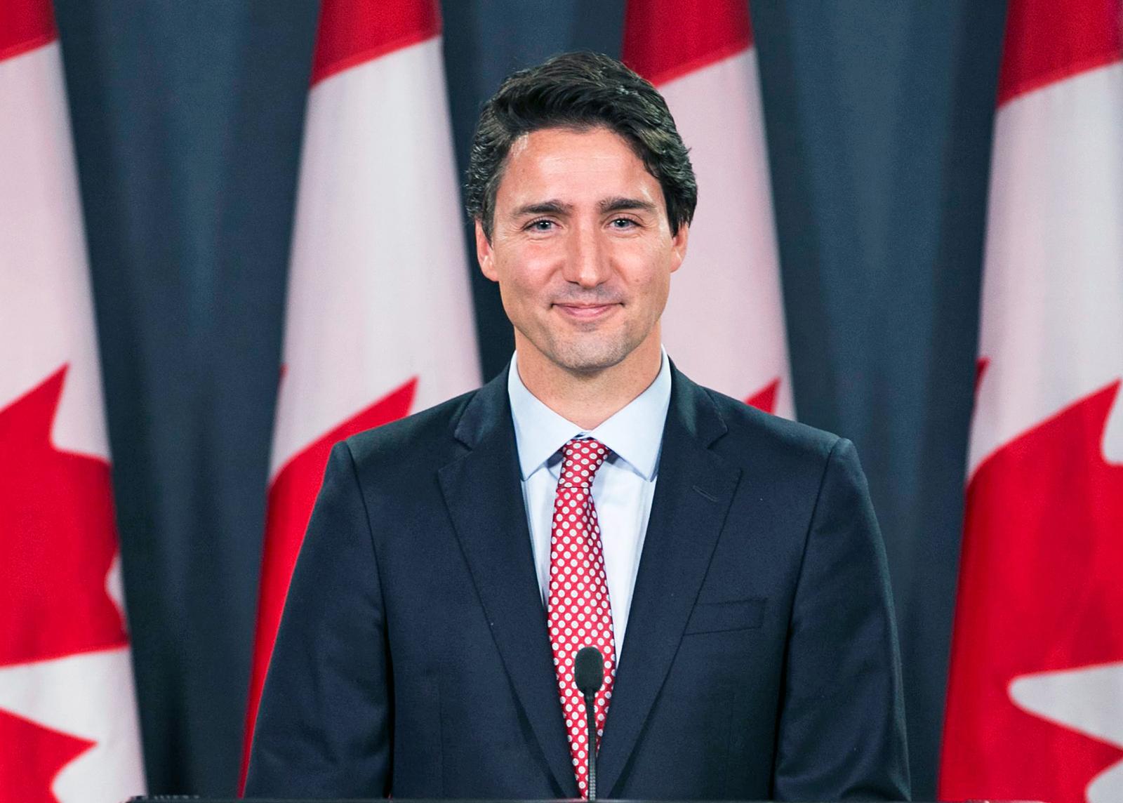 Từng khiến chị em phát cuồng vì thay vợ dọn nhà cửa và chăm 3 con, Thủ tướng Canada giờ gây sốt với loạt ảnh hồi trẻ đẹp tựa nam thần - Ảnh 8.