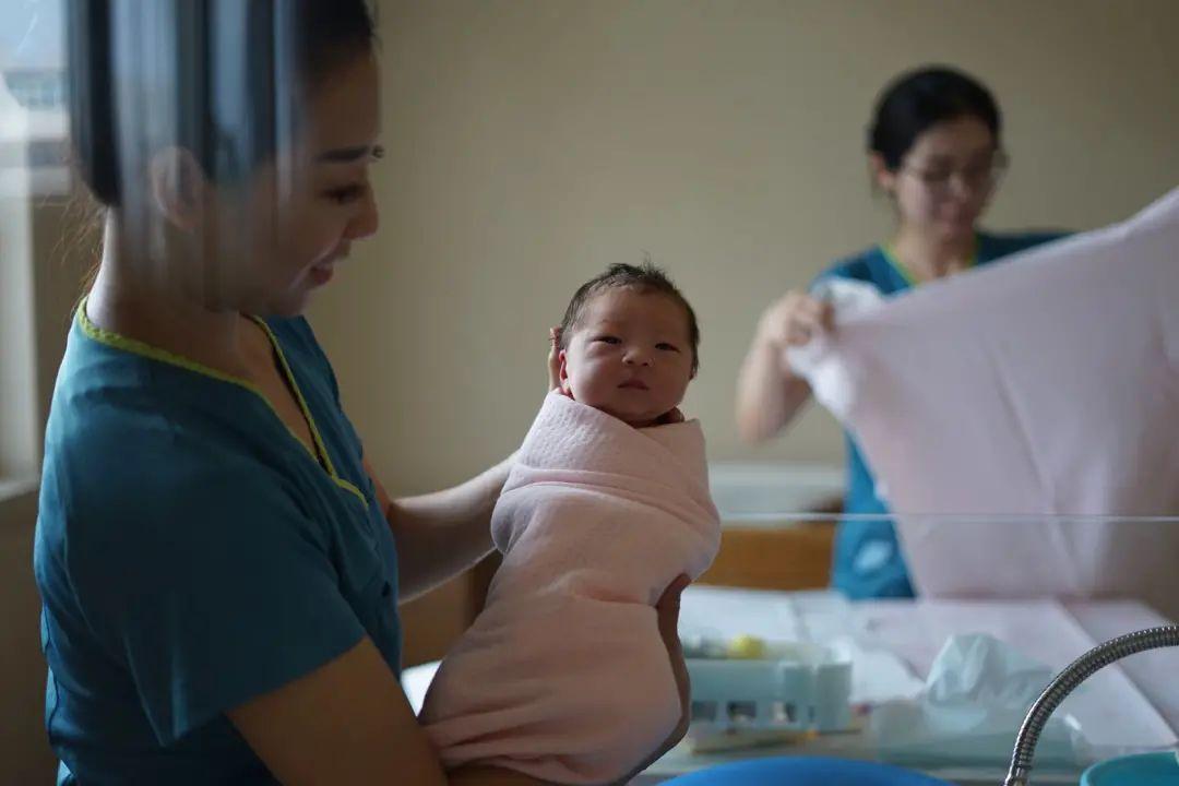 Khi phụ nữ Trung Quốc mất quyền tự do sinh đẻ: Ngay cả việc mang thai cũng phải xếp hàng và hậu quả khôn lường nếu như dám sinh sớm - Ảnh 4.