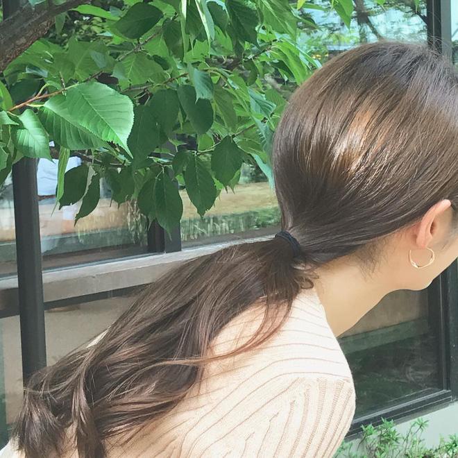 Làm điệu cho mái tóc, chị em đừng vô tình khiến tóc rụng cả búi chỉ vì sai lầm không đáng có - Ảnh 2.