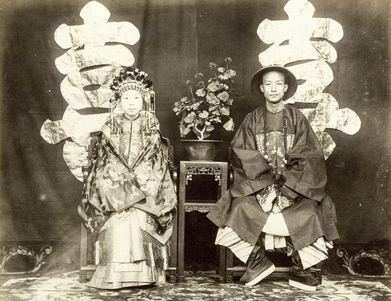 Loạt ảnh cũ cuối thời nhà Thanh: Lễ đường thành hôn được trang trí hoành tráng, một phần Vạn Lý Trường Thành hùng vĩ giữa không trung - Ảnh 6.