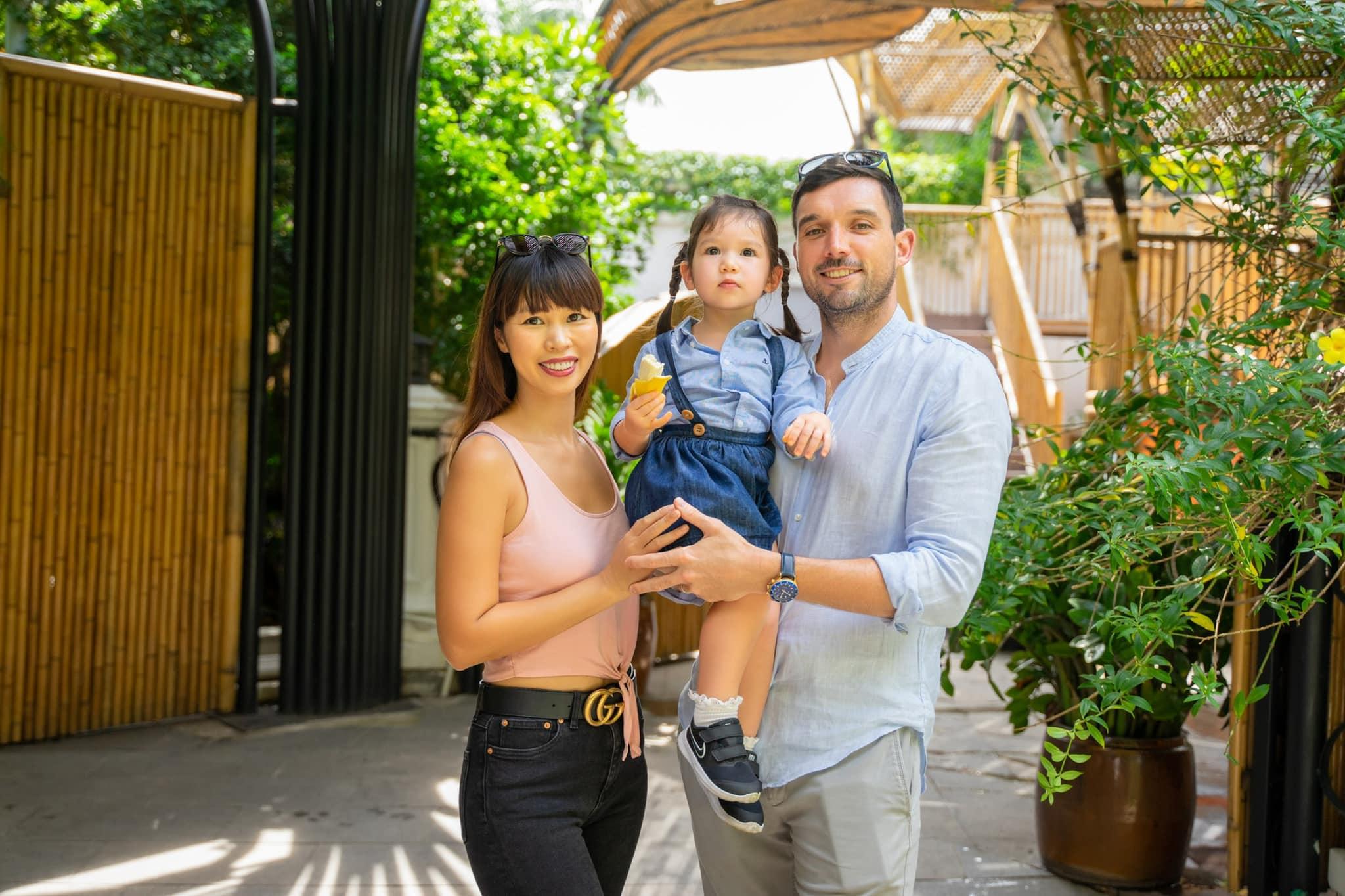 """Hà Anh chia sẻ ngày đầu tiên con gái 2 tuổi đến trường thăm quan để """"đi bộ đội"""", ai nấy giật mình trước hình ảnh mới của Myla bây giờ - Ảnh 1."""
