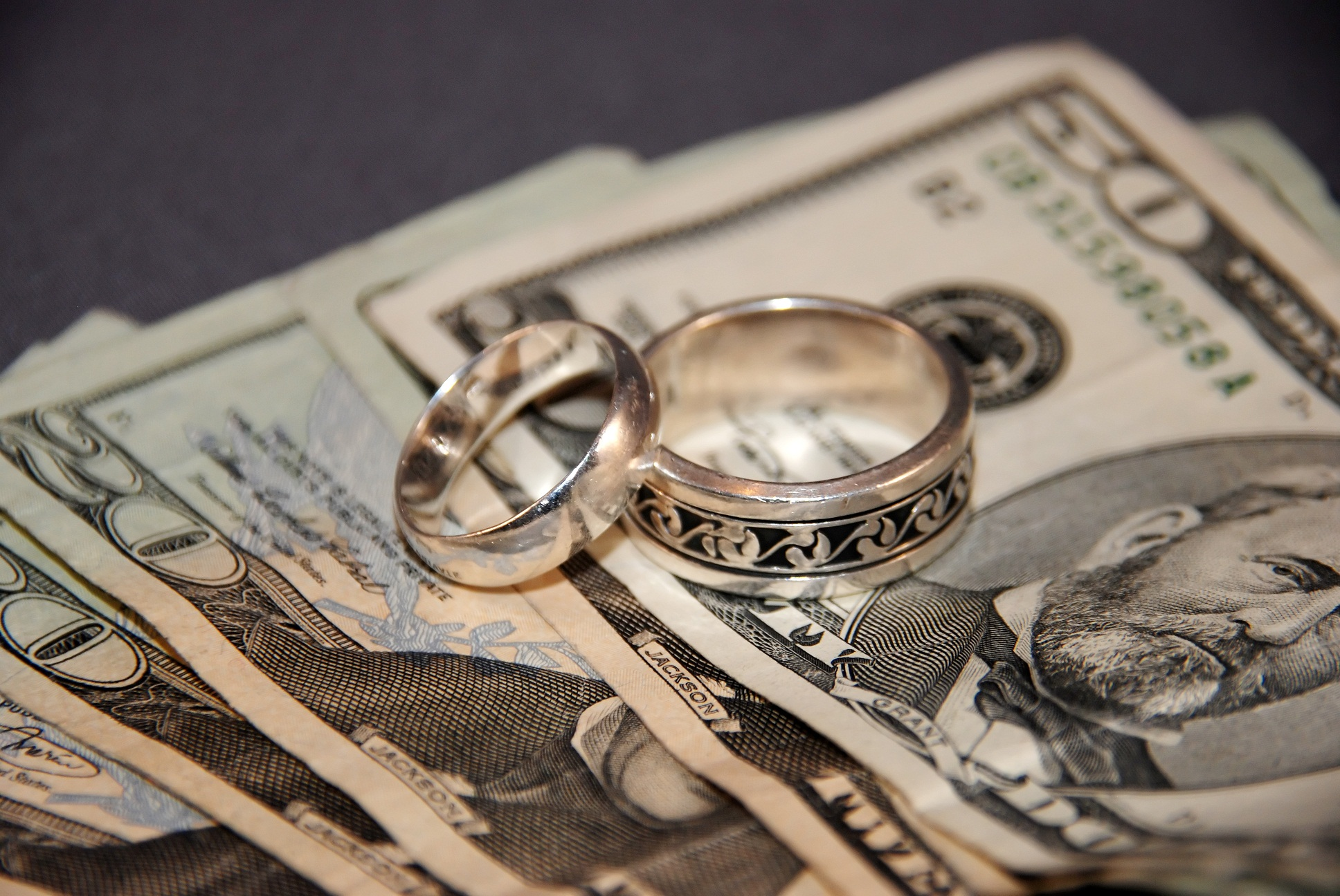 Giắt túi 6 mẹo quản lý tài chính không thể bỏ qua cho những cặp đôi mới cưới - Ảnh 2.