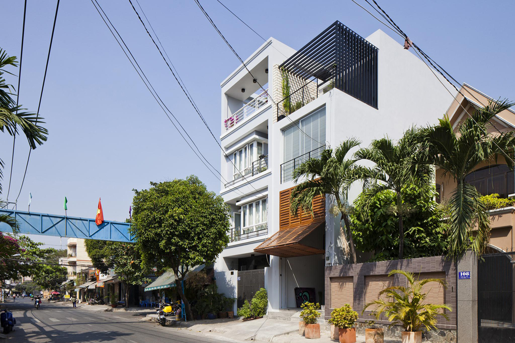 Sài Gòn: Nhà ống 68m² vẫn đẹp ngất ngây với mặt tiền cửa chớp - Ảnh 3.