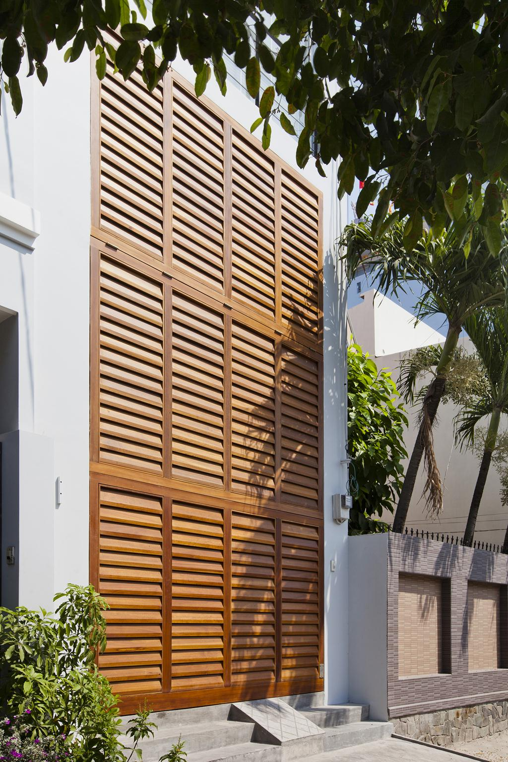Sài Gòn: Nhà ống 68m² vẫn đẹp ngất ngây với mặt tiền cửa chớp - Ảnh 4.