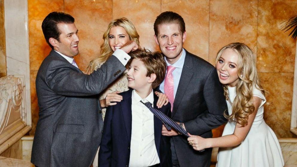 Hình ảnh mới nhất của Hoàng tử Nhà Trắng Barron Trump lại gây chú ý với chiều cao khủng, nhìn lại ảnh 4 năm trước ai cũng ngỡ ngàng - Ảnh 3.