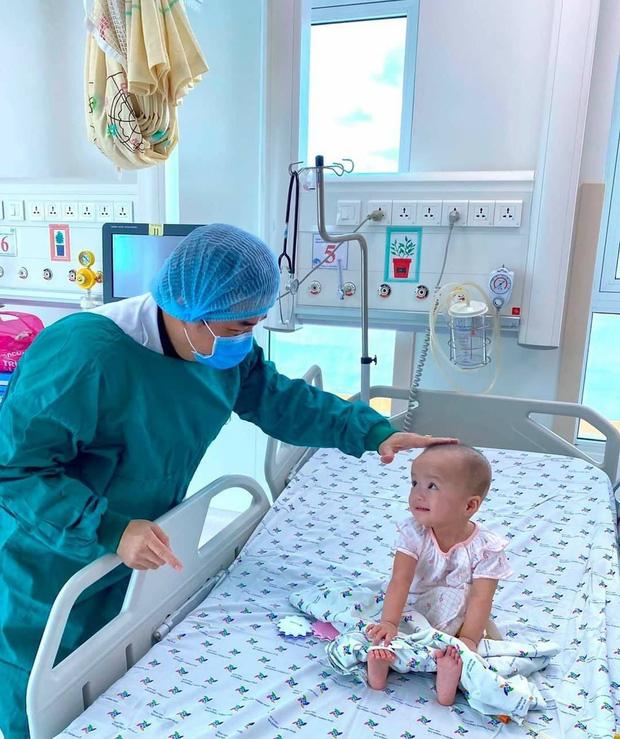 Bố mẹ Trúc Nhi - Diệu Nhi lần đầu tiên được làm điều này sau hơn 1 năm hai con chào đời, ai cũng mừng cho gia đình nhỏ - Ảnh 4.