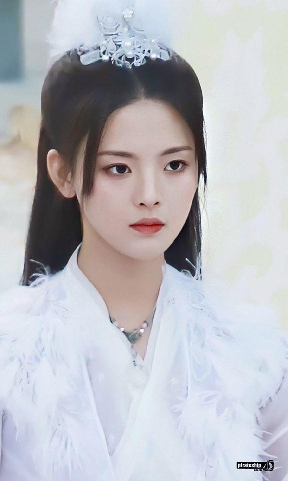 """""""Mỹ nữ đẹp nhất Trung Quốc - Dương Siêu Việt xuất hiện với gương mặt chẳng khác đàn ông, bị so sánh với Shin Bút Chì - Ảnh 6."""