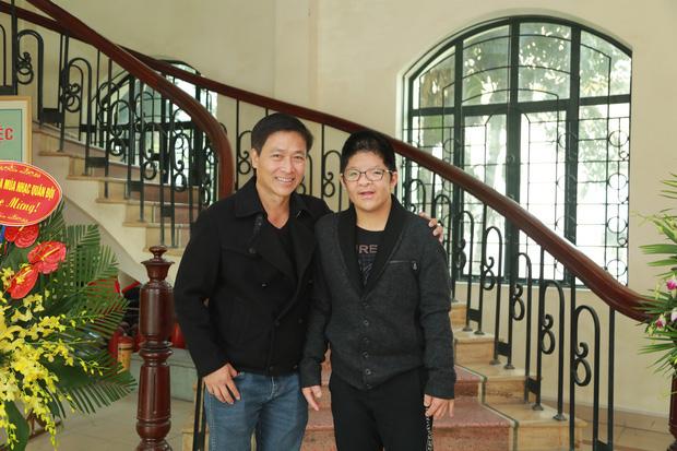 Con trai nam diễn viên Quốc Tuấn được đánh giá có thành tích học tập trong top 3 của lớp, anh cảm thấy vô cùng tự hào.