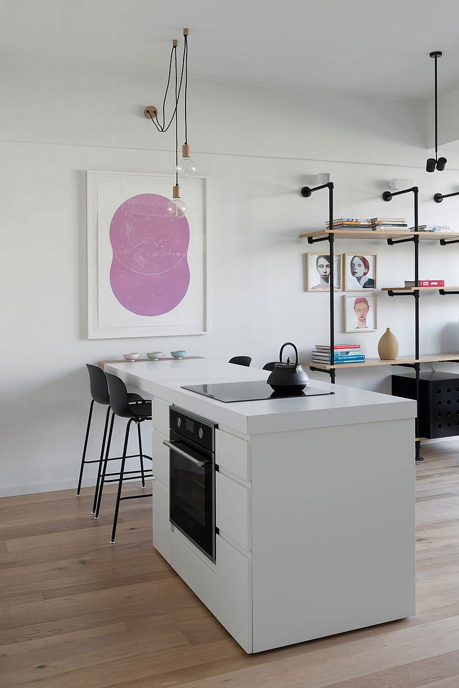 Muôn kiểu chiếu sáng độc đáo và hiệu quả dành cho những căn bếp nhỏ - Ảnh 2.