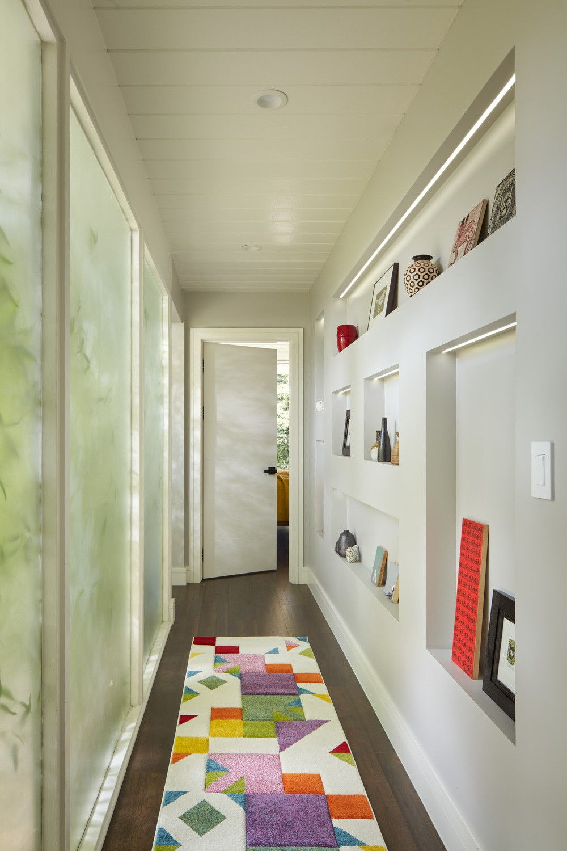 Những cách tận dụng hành lang, lối đi tạo sự tiện ích và sang trọng cho không gian - Ảnh 10.