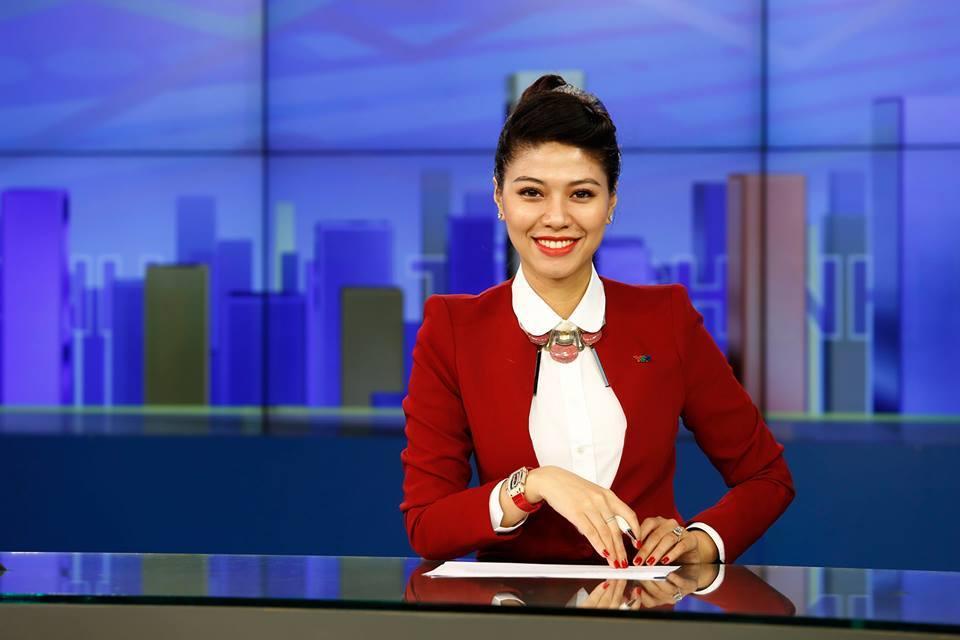 """Nữ BTV sành điệu nhất đài VTV: Chuyên diện vest chỉnh chu khi lên sóng, ngoài đời dát đồ hiệu không thua gì """"yêu nữ hàng hiệu"""" của Vbiz - Ảnh 3."""