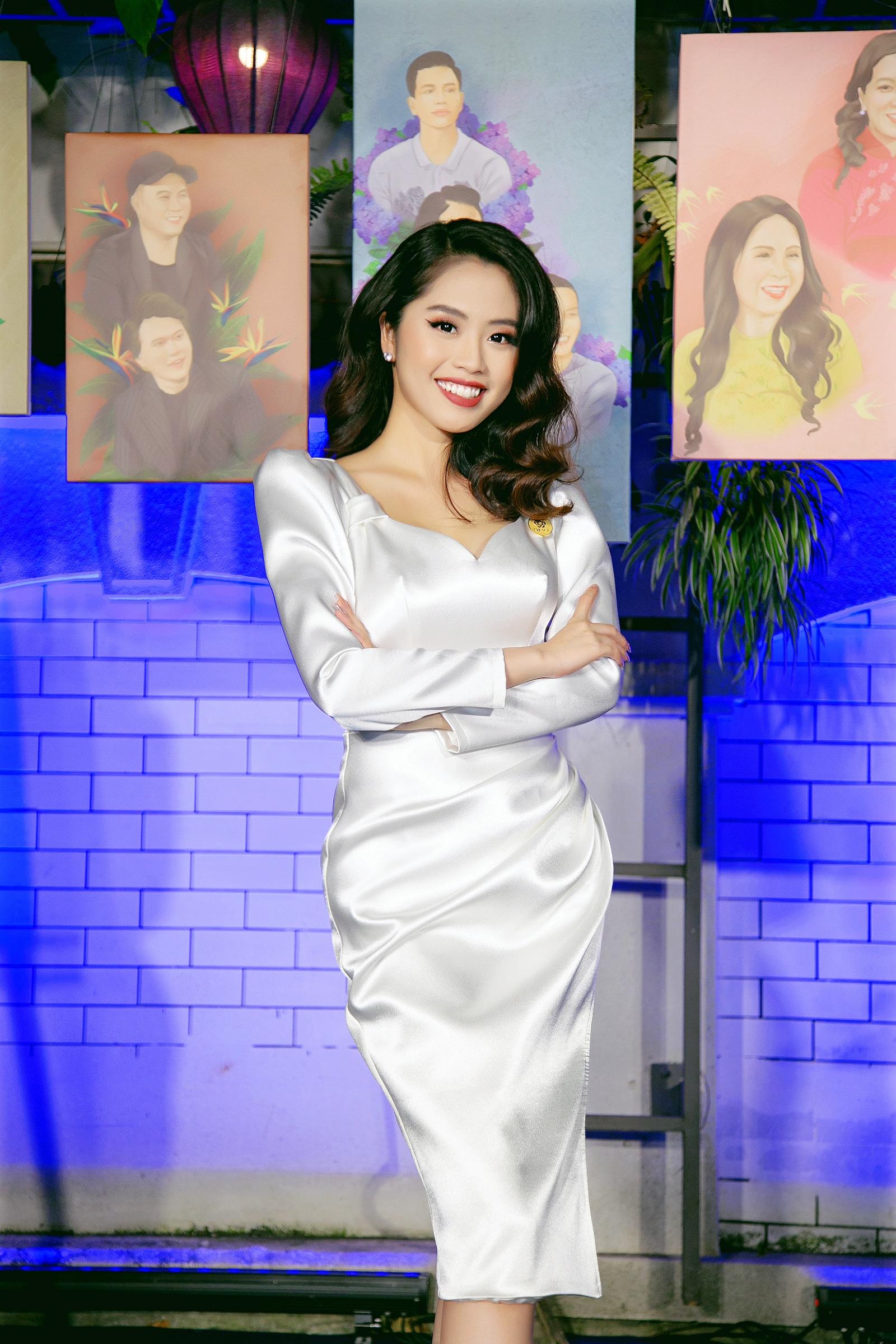 Nữ MC truyền hình 22 tuổi thi HHVN 2020: Các bạn đua theo xu hướng Kpop hay Âu Mỹ, mình chỉ chuộng style đơn giản chuẩn chỉnh tác phong nhà đài - Ảnh 16.