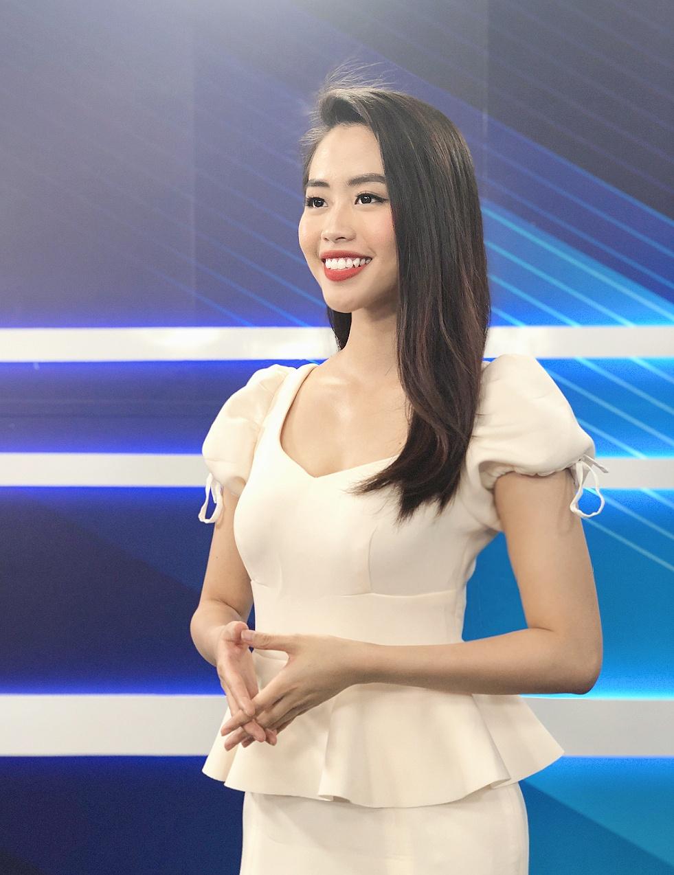 Nữ MC truyền hình 22 tuổi thi HHVN 2020: Các bạn đua theo xu hướng Kpop hay Âu Mỹ, mình chỉ chuộng style đơn giản chuẩn chỉnh tác phong nhà đài - Ảnh 11.