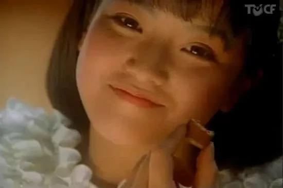 """Nhìn lại loạt khoảnh khắc khi mới 16 tuổi của """"đệ nhất mỹ nhân xứ Hàn"""" Kim Hee Sun, bảo sao tài tử Song Seung Hun phải đi bộ 7km chỉ để được tận mắt nhìn thấy cô - Ảnh 3."""