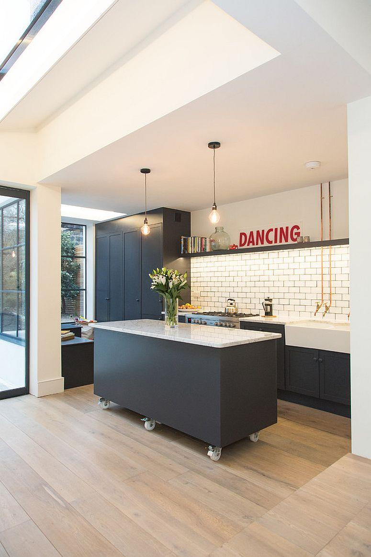 Muôn kiểu chiếu sáng độc đáo và hiệu quả dành cho những căn bếp nhỏ - Ảnh 4.
