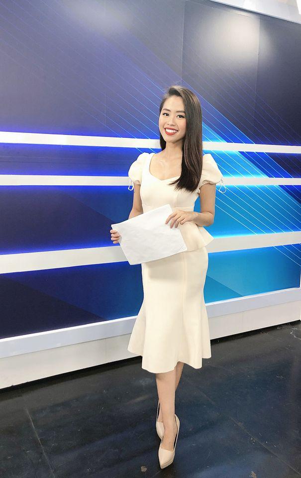 Nữ MC truyền hình 22 tuổi thi HHVN 2020: Các bạn đua theo xu hướng Kpop hay Âu Mỹ, mình chỉ chuộng style đơn giản chuẩn chỉnh tác phong nhà đài - Ảnh 12.