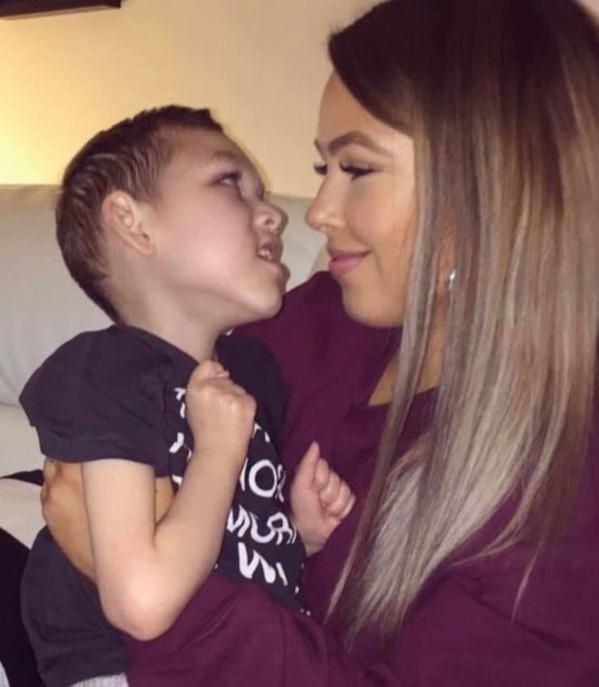 Nỗi đau của người mẹ bất lực nhìn cậu con trai 9 tuổi qua đời trong vòng tay mình vì căn bệnh lạ - Ảnh 3.