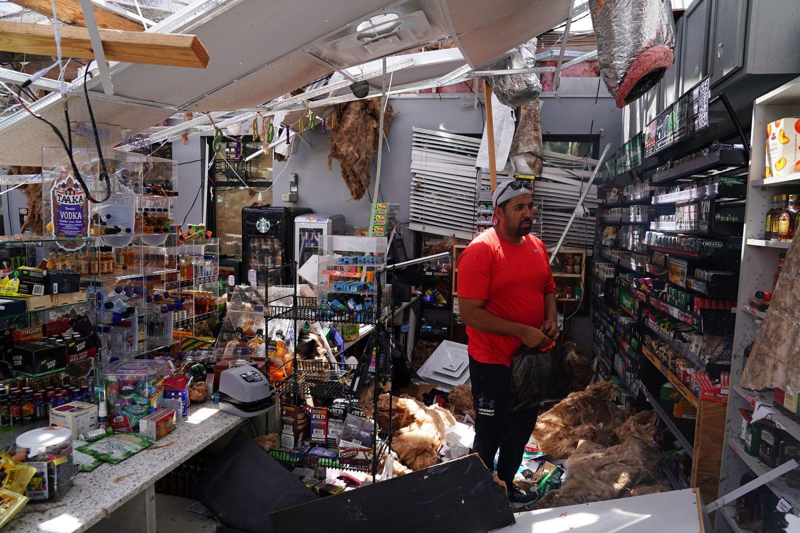 Chùm ảnh siêu bão Laura tàn phá phía Nam nước Mỹ: Ít nhất 4 người thiệt mạng, nhà cửa hư hỏng nặng nề, cuộc sống người dân bị đảo lộn - Ảnh 5.