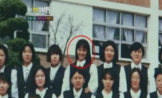 """Nhìn lại loạt khoảnh khắc khi mới 16 tuổi của """"đệ nhất mỹ nhân xứ Hàn"""" Kim Hee Sun, bảo sao tài tử Song Seung Hun phải đi bộ 7km chỉ để được tận mắt nhìn thấy cô - Ảnh 5."""