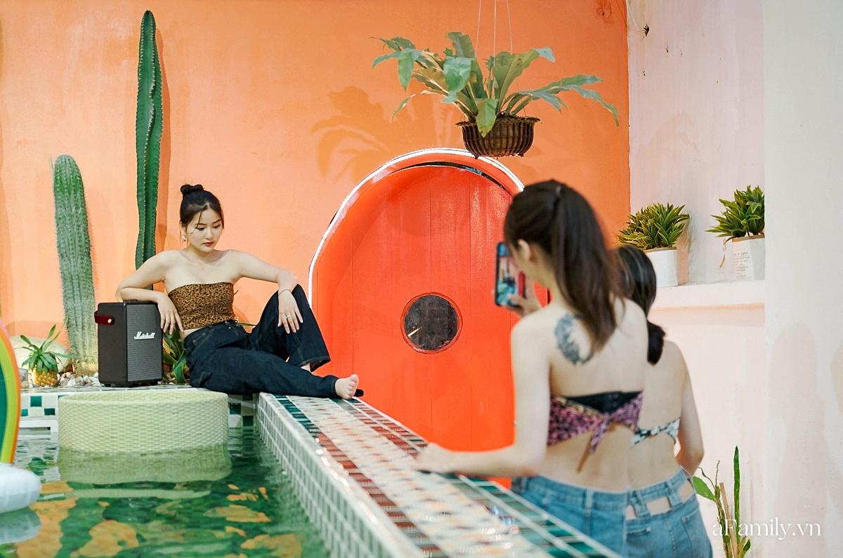 """Khám phá tiệm café kiêm khách sạn sang chảnh giữa lòng Hà Nội, nơi duy nhất có bể bơi trong quán theo phong cách Bali giúp chị em """"sống ảo"""" như đi du lịch  - Ảnh 13."""
