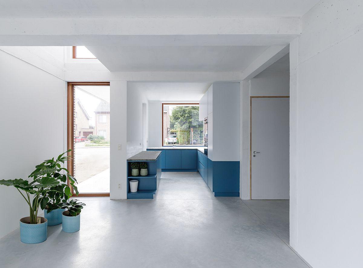 Ngôi nhà với vẻ đẹp bí ẩn khiến ai đi qua cũng tò mò vì ốp toàn bộ ngoại thất bằng gạch trắng kẻ đỏ - Ảnh 7.