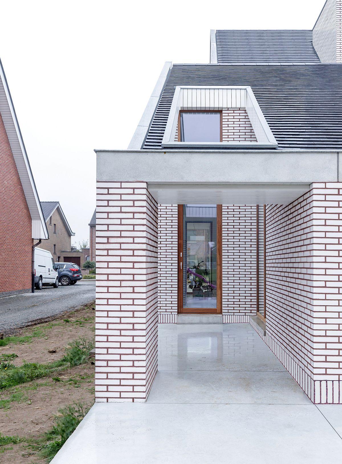 Ngôi nhà với vẻ đẹp bí ẩn khiến ai đi qua cũng tò mò vì ốp toàn bộ ngoại thất bằng gạch trắng kẻ đỏ - Ảnh 5.
