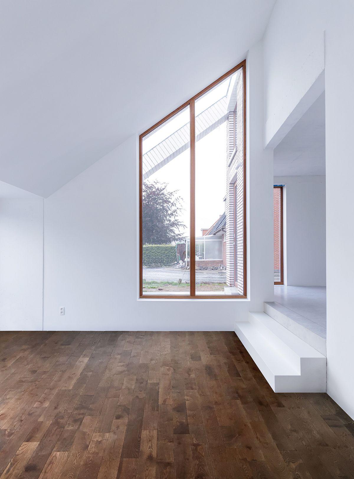 Ngôi nhà với vẻ đẹp bí ẩn khiến ai đi qua cũng tò mò vì ốp toàn bộ ngoại thất bằng gạch trắng kẻ đỏ - Ảnh 6.