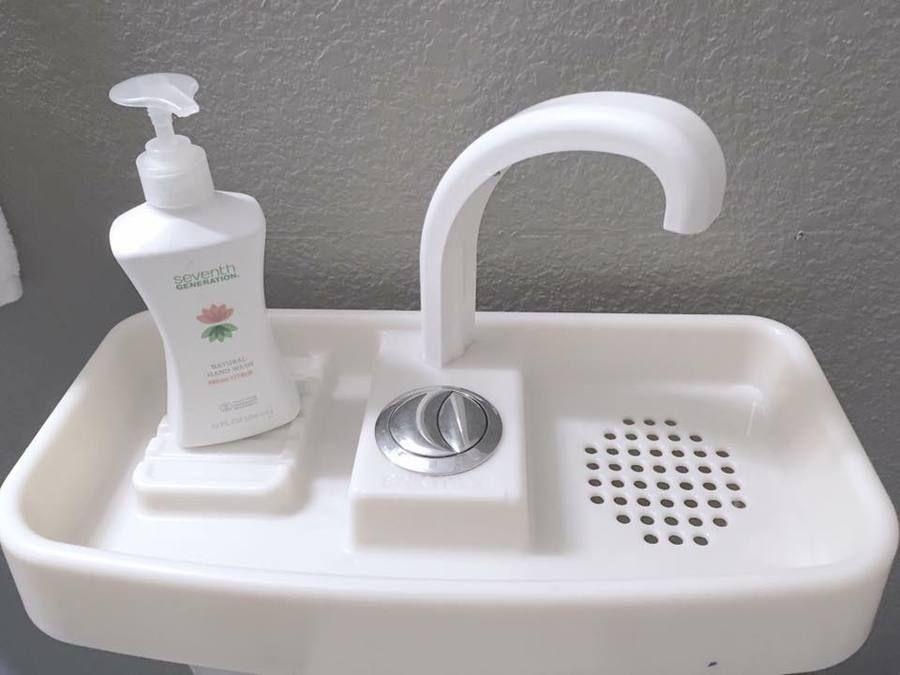 Bồn cầu 2 trong 1: Chỉ 2 triệu nhưng tiết kiệm diện tích và cả nước sạch cho các phòng tắm nhỏ xinh - Ảnh 3.