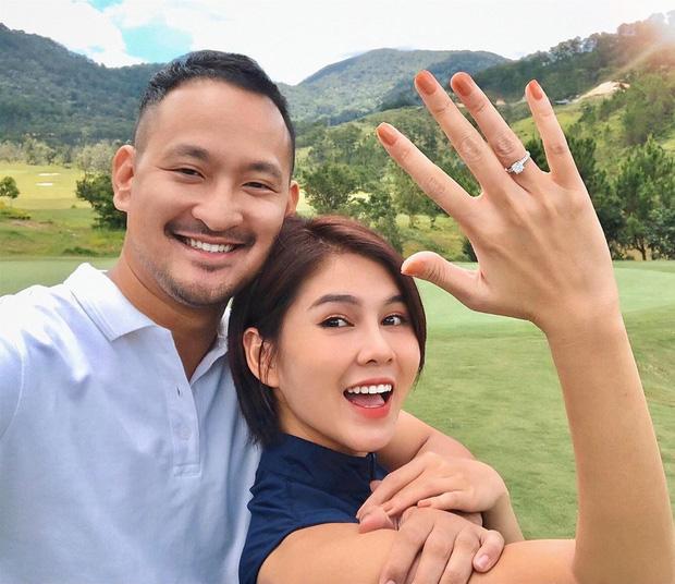 """Vừa khoe nhẫn kim cương, MC Thu Hoài lại khiến dân tình điêu đứng với khoảnh khắc """"tình như ảnh cưới"""" với bạn trai CEO - Ảnh 1."""