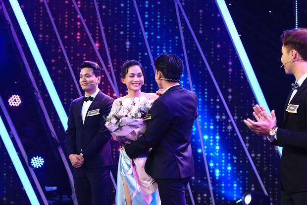 """""""Người ấy là ai"""": Nữ chính chuyển giới Hà An và chàng bác sĩ Hồng Sơn tình cảm tới mức làm bể cả ly - Ảnh 1."""