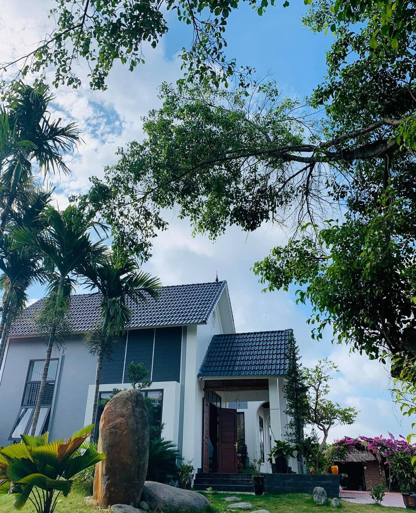 2 15987998998201225031397 - Con trai xây nhà vườn bên đồng lúa xanh mát tặng bố mẹ an hưởng tuổi già ở Vĩnh Phúc