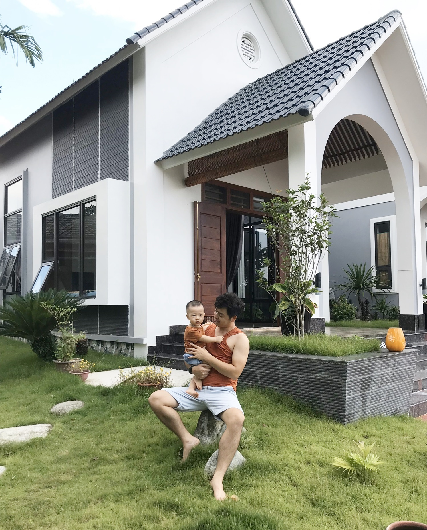 3 15987998998531710431515 - Con trai xây nhà vườn bên đồng lúa xanh mát tặng bố mẹ an hưởng tuổi già ở Vĩnh Phúc
