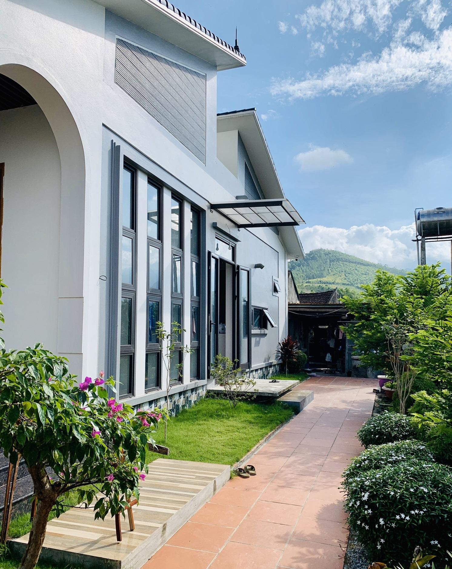 4 15987998998581125031963 - Con trai xây nhà vườn bên đồng lúa xanh mát tặng bố mẹ an hưởng tuổi già ở Vĩnh Phúc