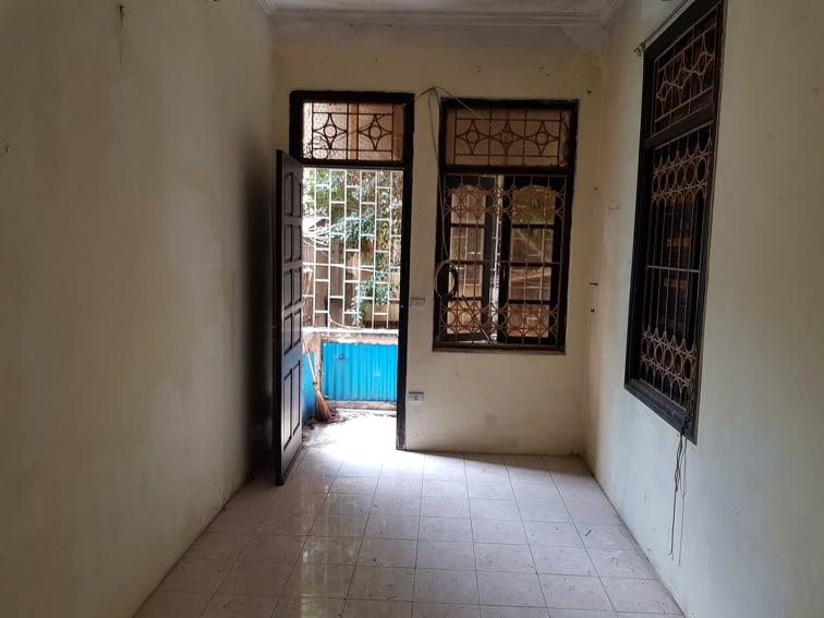 Nhà 24m2 trong ngõ sâu hut hút của phố cổ Hà Nội đẹp ngỡ ngàng với tông màu mùa thu sau cải tạo - Ảnh 1.
