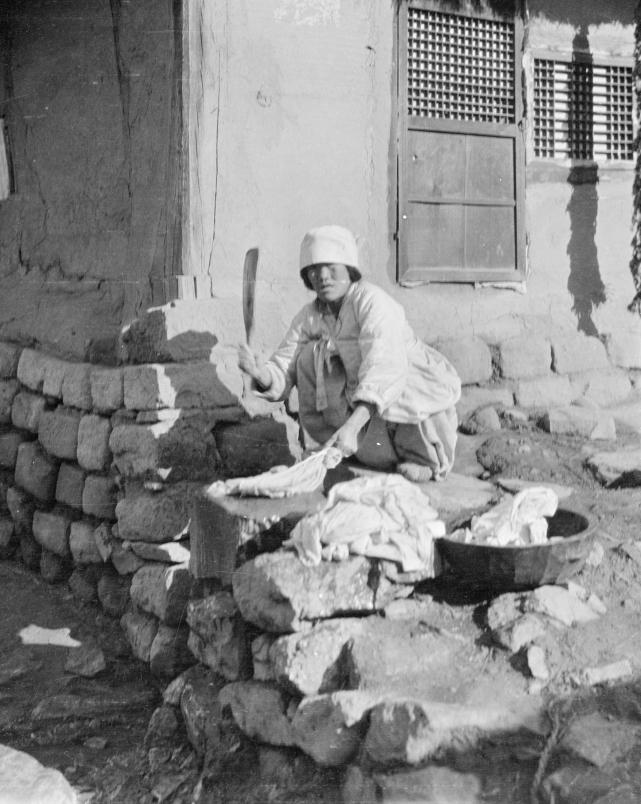Loạt ảnh cũ về cuộc sống thường ngày của những người phụ nữ lao động tay chân ở Châu Á hơn 100 năm trước - Ảnh 4.