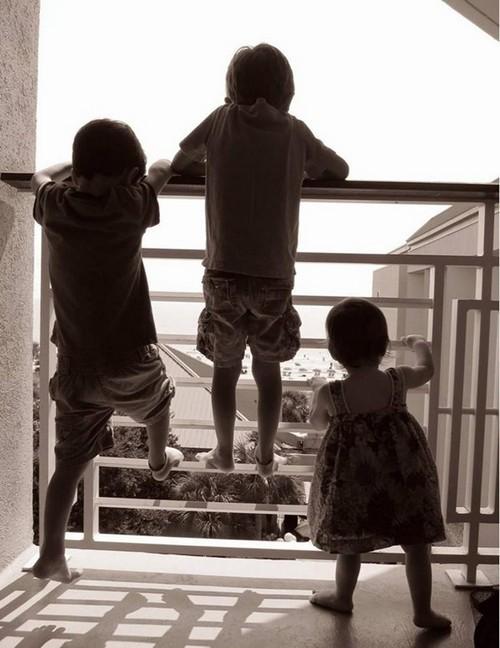 Bé gái 6 tuổi rơi từ tầng 12 xuống đất tử vong ở Hà Nội: Các gia đình có con nhỏ ở chung cư đừng quên những lưu ý này - Ảnh 5.