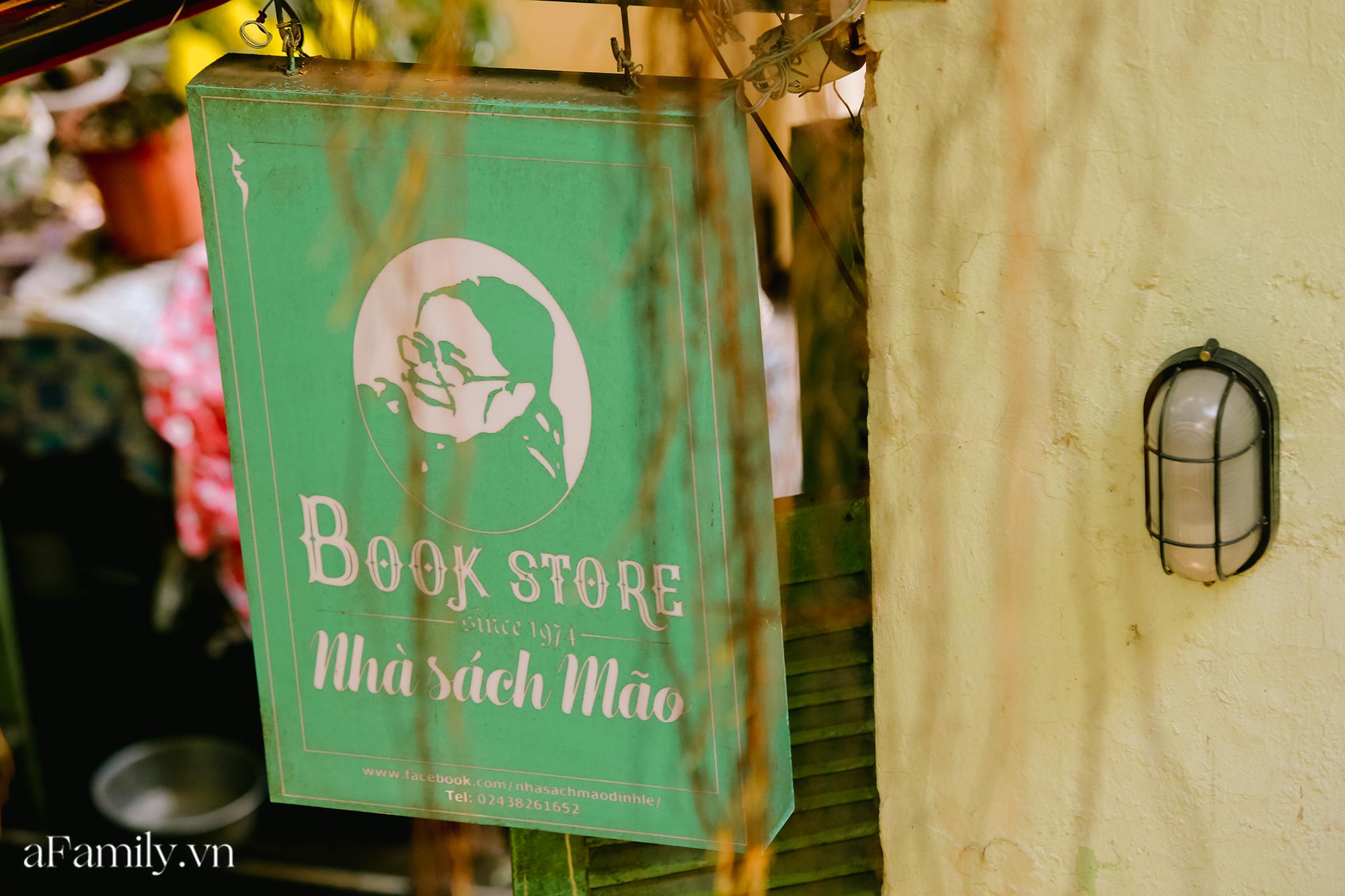 """Ở con ngõ nhỏ trong phố Đinh Lễ có một tiệm sách cổ, là thiên đường của những """"mọt sách"""", cũng là địa điểm check-in cực chất cho những người thích phong cách retro - Ảnh 10."""