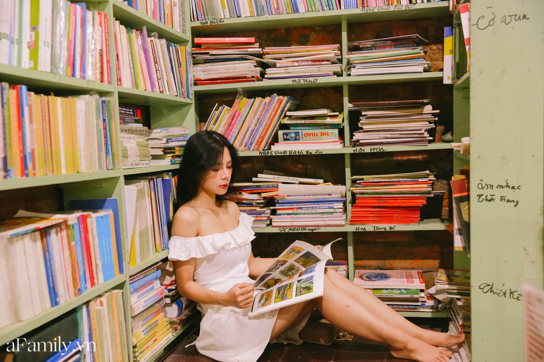 """Ở con ngõ nhỏ trong phố Đinh Lễ có một tiệm sách cổ, là thiên đường của những """"mọt sách"""", cũng là địa điểm check-in cực chất cho những người thích phong cách retro - Ảnh 8."""